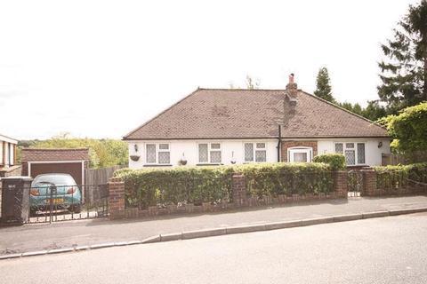 2 bedroom bungalow for sale - Lynne Close, South Croydon