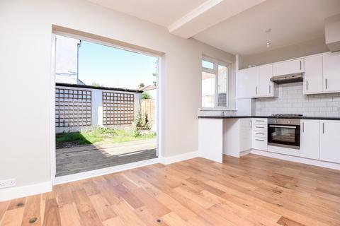 3 bedroom house to rent - Seely Road Tooting SW17