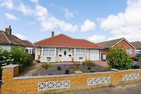 2 bedroom detached bungalow for sale - The Avenue, Clacton-On-Sea