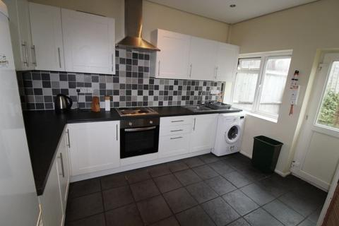 4 bedroom semi-detached house to rent - Ripon Road, BH9