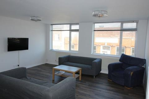 4 bedroom apartment to rent - AVAILABLE SEPTEMBER 2012 - 4 double Bedroom Student Flat -Winton