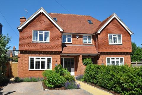 4 bedroom semi-detached house to rent - Worster Road, Cookham