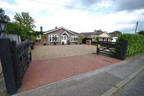 3 bedroom bungalow for sale - The Street, Steeple, Southminster