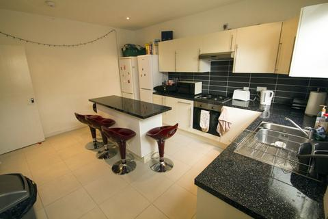 5 bedroom terraced house to rent - Ebor Mount, Hyde Park, LS6 1NS