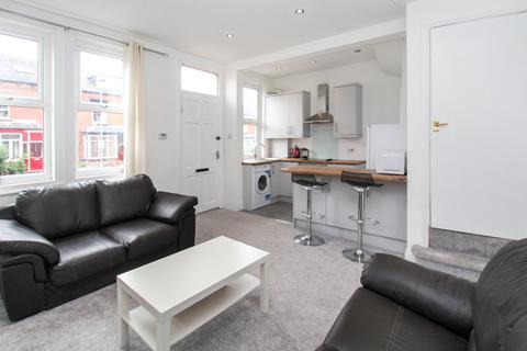 4 bedroom terraced house to rent - Beechwood Mount, Leeds