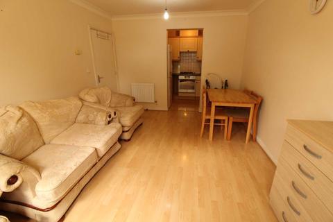 2 bedroom flat to rent - Morton Close, Uxbridge