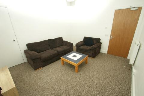 3 bedroom flat to rent - South Mount Street, Rosemount, Aberdeen, AB25 2TN