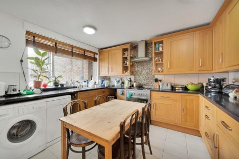3 bedroom flat to rent - Hawthorne Close, Islington
