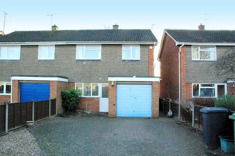 3 bedroom semi-detached house to rent - Cheyney Close, Gloucester, GL4