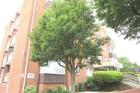 3 bedroom flat to rent - The Drive, Hove