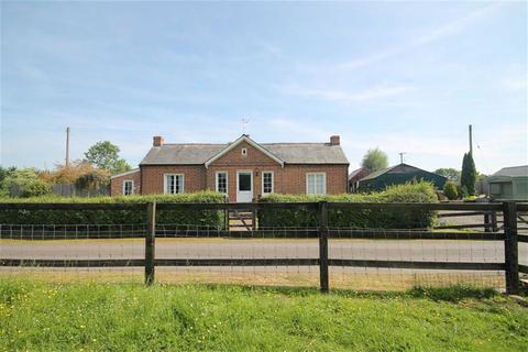 3 bedroom detached bungalow for sale - Staunton, Gloucester