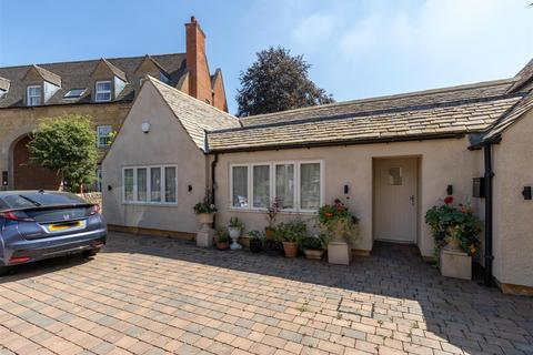 2 bedroom semi-detached bungalow for sale - High Street, Moreton in Marsh