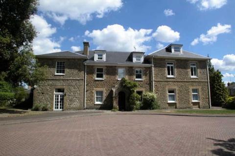 2 bedroom flat - Vine Lodge, Sevenoaks, TN13