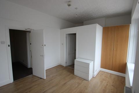 Studio to rent - Railway Street, Cardiff, CF24