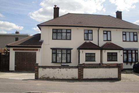 3 bedroom terraced house to rent - Fawn Road,  Chigwell, IG7