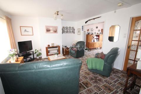 3 bedroom semi-detached house for sale - Howbeck Road, Arnold, Nottingham.