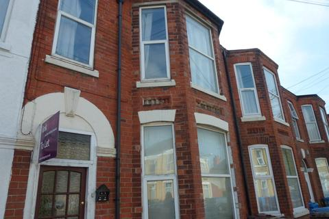 Studio to rent - Ash Grove,  Beverley Road