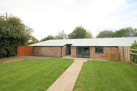 2 bedroom barn conversion to rent - Barncroft Farm, Woodend Lane, Mobberley