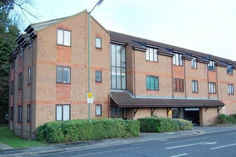 Studio to rent - Fairfield Avenue, STAINES-UPON-THAMES, Surrey