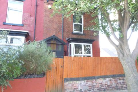 4 bedroom end of terrace house for sale - Athlone Terrace, Armley, LS12 1UA