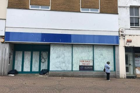 Retail property (high street) to rent - PRIME SHOP TO LET