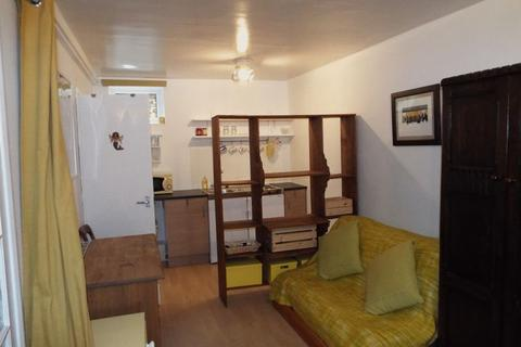 Studio to rent - Norfolk Close, Stirchley, Birmingham, B30 2QJ