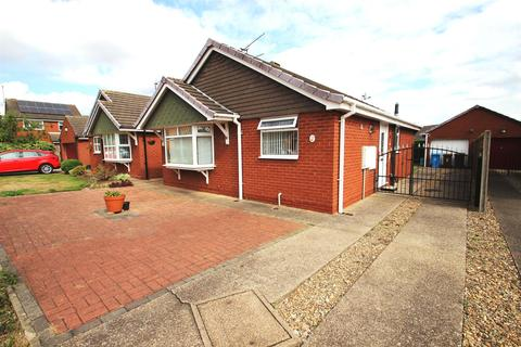 2 bedroom detached bungalow for sale - The Ridings, Hull