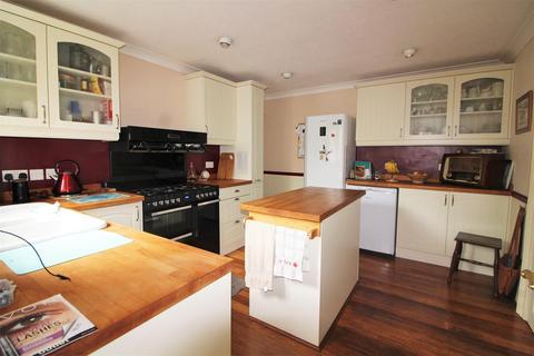 4 bedroom detached house for sale - Wakefield Road, Denby Dale, Huddersfield, HD8 8RT