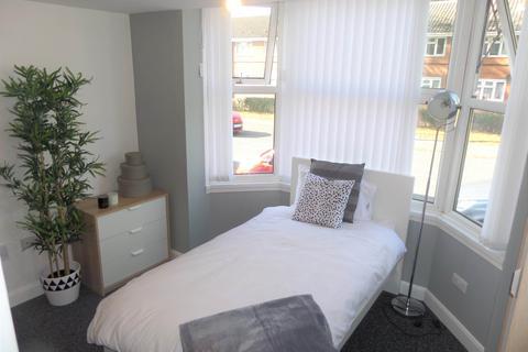 Studio to rent - 103 Mount Pleasant, Bilston, West Midlands, WV14