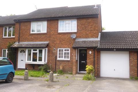 2 bedroom semi-detached house to rent - Wooburn Close, Uxbridge UB8