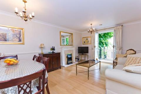 2 bedroom flat to rent - Shillingstone House, Russell Road, London, W14