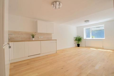 2 bedroom apartment to rent - Foxley Lane, West Purley