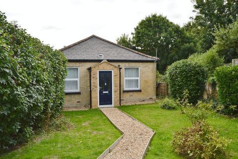 3 bedroom detached bungalow to rent - Park Road, Cowes