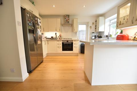 4 bedroom detached house to rent - Fenn Close, Bromley, BR1