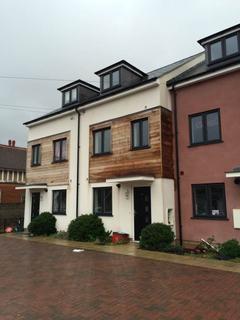 4 bedroom townhouse to rent - 60 Ellis Road Clacton CO15 1EX