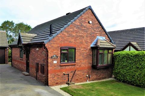 2 bedroom detached bungalow for sale - Harewood Way, Bramley