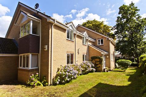 2 bedroom flat for sale - Sunningdale Gardens , Broadstone, Poole BH18