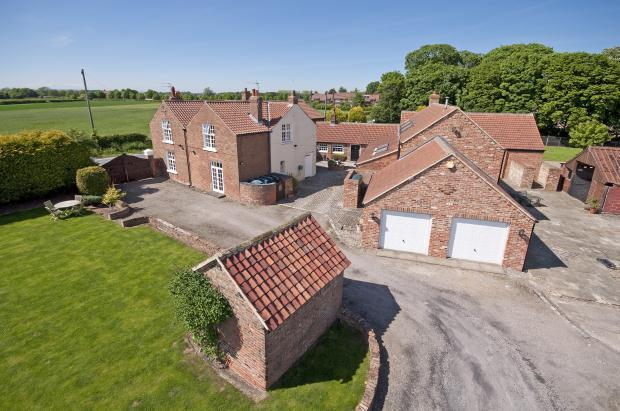 6 Bedrooms Detached House for sale in Breckenbrough, Thirsk, North Yorkshire