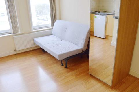 Studio to rent - High Street, Acton