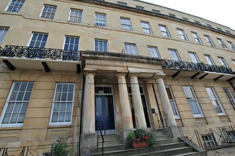3 bedroom flat share to rent - Lansdown Crescent, Cheltenham GL50