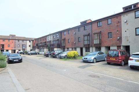 1 bedroom flat to rent - Coniston Close, Raynes Park, London, SW20