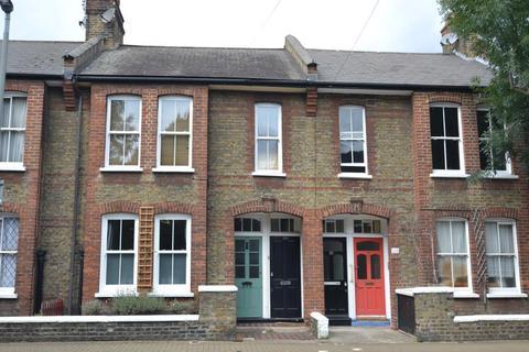 3 bedroom flat to rent - Tennyson Street, SW8