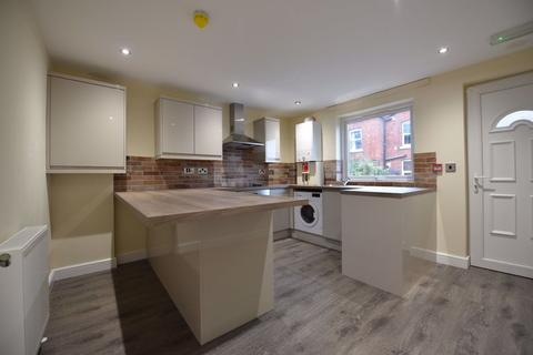 2 bedroom house to rent - Welton Place, Leeds