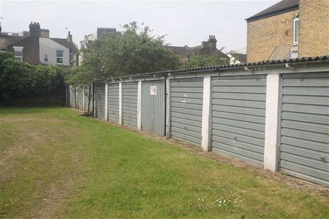 Garage to rent - Maldon Road, Southend On Sea, Essex