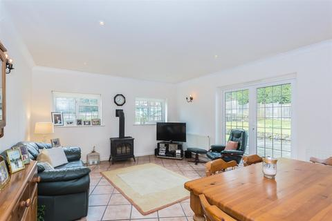 5 bedroom detached house to rent - Stagbury Close, Chipstead, Coulsdon