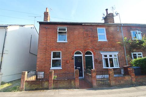 3 bedroom end of terrace house for sale - South Street, Caversham, Reading