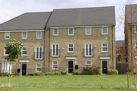 4 bedroom townhouse for sale - Elizabeth Court, Pudsey