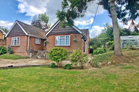 3 bedroom detached bungalow to rent - Grange Drive, Wooburn Green