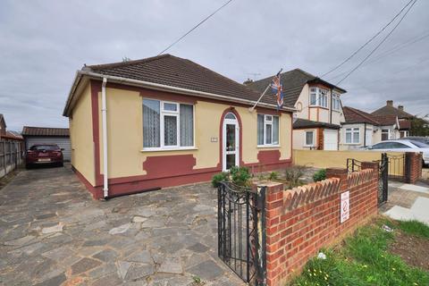 2 bedroom detached bungalow for sale - Askwith Road, Rainham, Essex, RM13