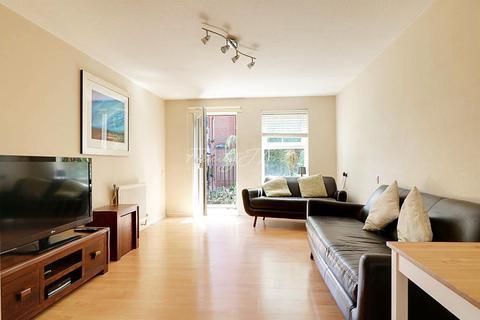 1 bedroom flat for sale - Morecambe Close, E1